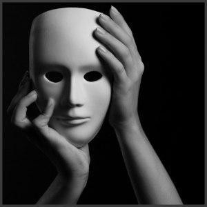 A máscara que usamos.